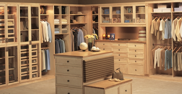 Features of a great closet closet factory of richmond for Great closets